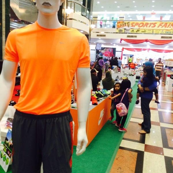 Photo taken at Hua Ho Mall Manggis by Azran Malda A. on 4/12/2014
