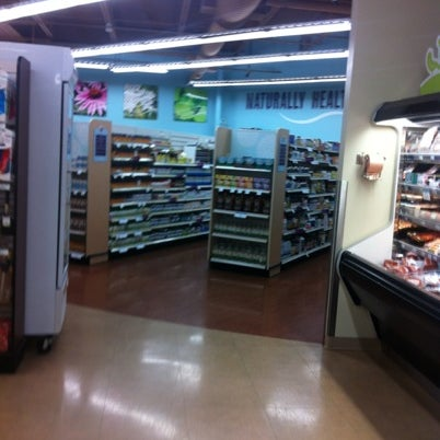 Photo taken at Lakewinds Natural Foods by Bjørn on 9/5/2012