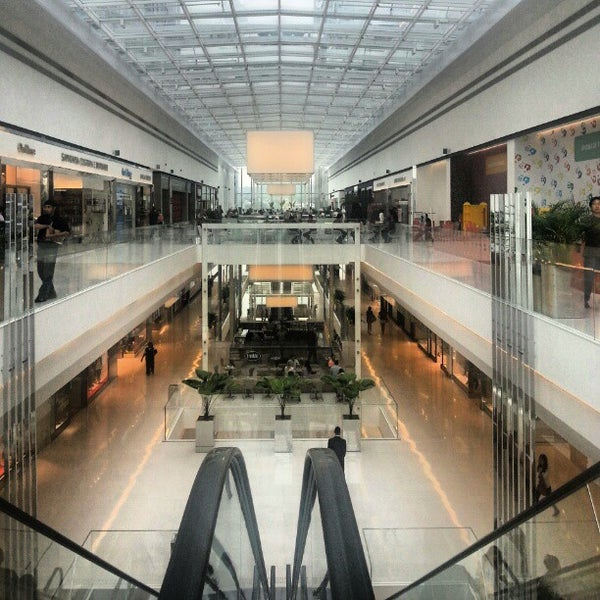 Photo taken at Shopping JK Iguatemi by Renato F. on 1/30/2013