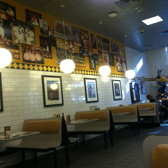 Photo taken at Waffle House by Tom W. on 11/26/2012