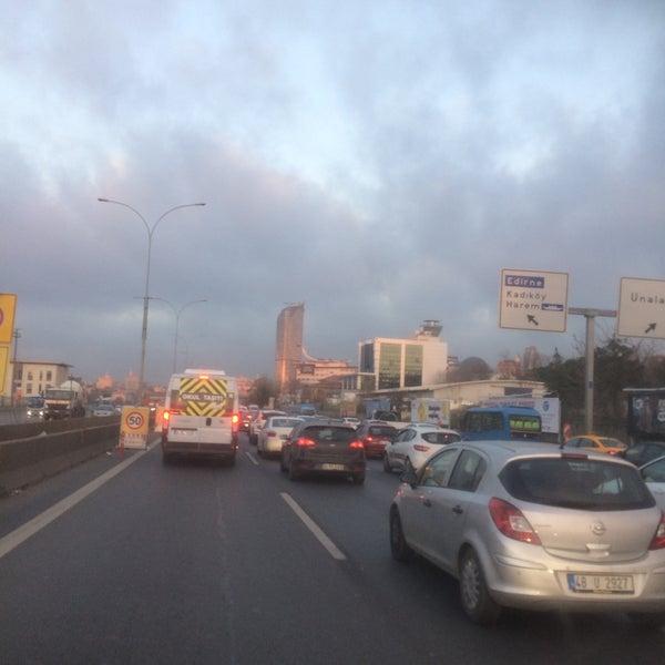 Photo taken at E-5 Göztepe Köprüsü by Casper.. on 12/10/2016