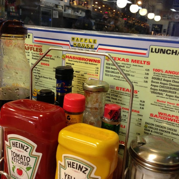 Photo taken at Waffle House by Carl T. on 8/17/2013