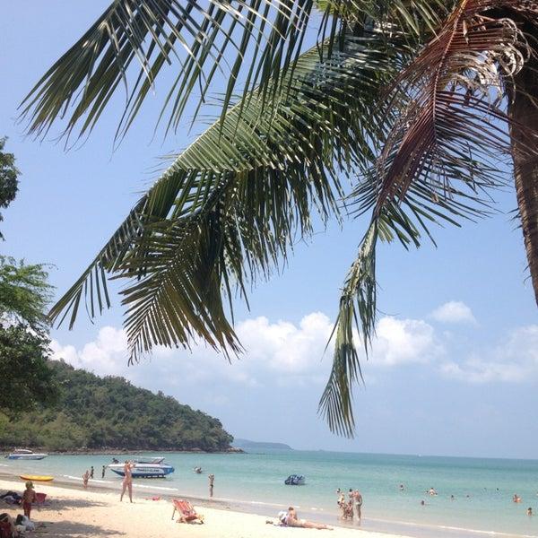 Photo taken at หาดทรายแก้ว (Sai Keaw Beach) by La on 3/12/2013