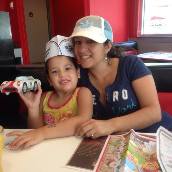 Photo taken at Steak 'n Shake by Jennifer O. on 4/13/2014