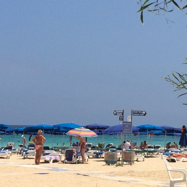 Photo taken at Makronissos beach by 🇮🇹Benjamen🇷🇺 B. on 7/7/2014