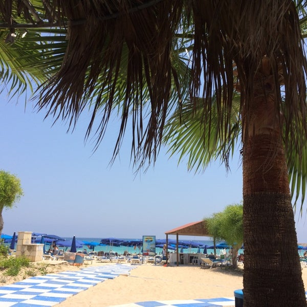 Photo taken at Makronissos beach by 🇮🇹Benjamen🇷🇺 B. on 7/10/2014