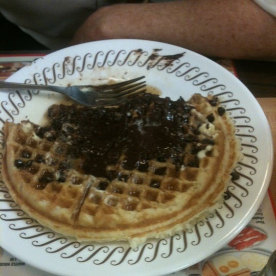 Photo taken at Waffle House by Jim Y. on 9/8/2012
