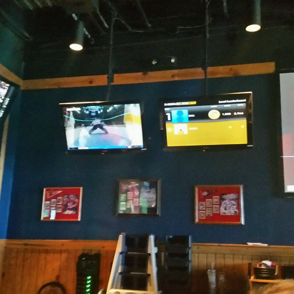 Photo taken at Buffalo Wild Wings by Tom R. on 9/20/2016