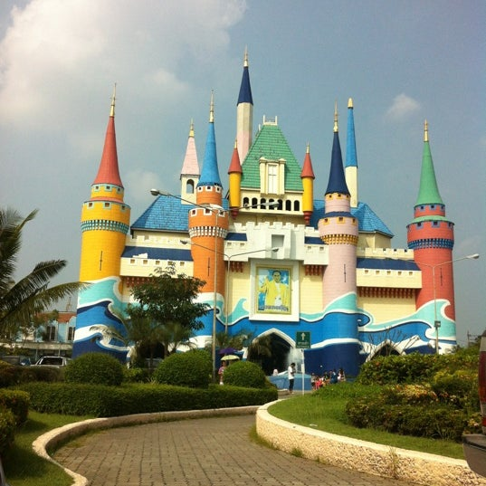 Photo taken at Siam Park City by Aer Vanitha on 10/13/2012