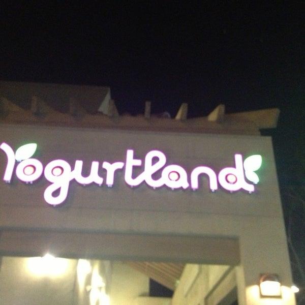 Photo taken at Yogurtland by Mei Y. on 11/5/2013