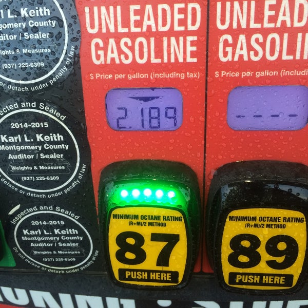 Photo taken at Kroger Fuel Center by Lesley on 7/9/2015
