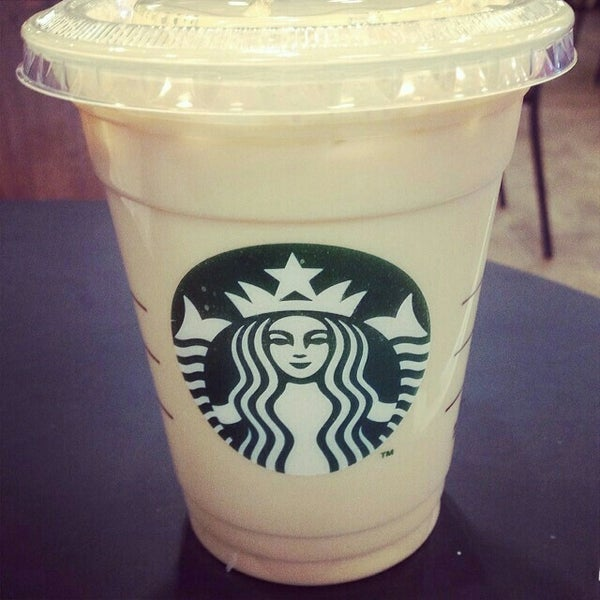 Photo taken at Starbucks by Arie on 6/24/2015