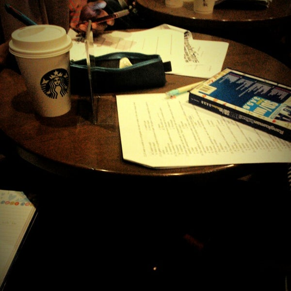 Photo taken at Starbucks by Muhamad R. on 1/30/2015