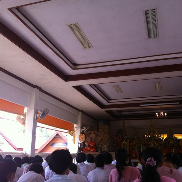 Photo taken at วัดสว่างอารมณ์ by Tansy F. on 3/30/2014