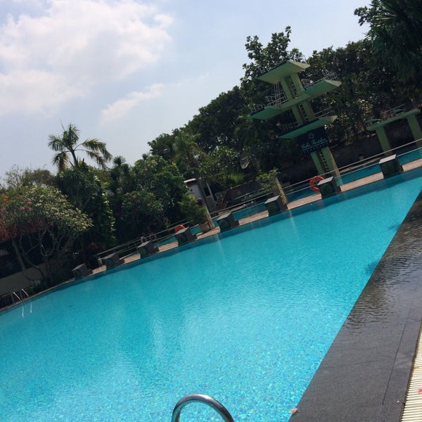 Photo taken at Graha Residence Swimming Pool by Kive💋 on 7/10/2014
