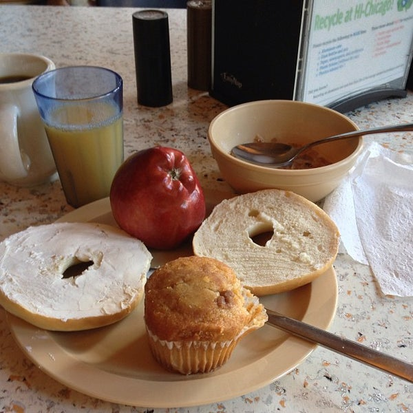 Photo taken at Hostelling International Chicago by Chen S. on 8/23/2013