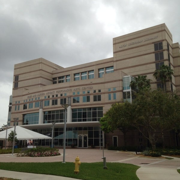 Photo taken at NSU: Alvin Sherman Library by Luiz C. on 3/29/2014