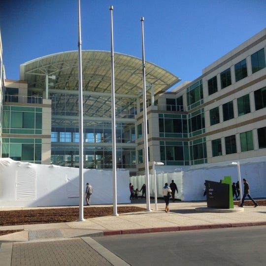Photo taken at Apple Inc. by Mesut on 12/19/2012