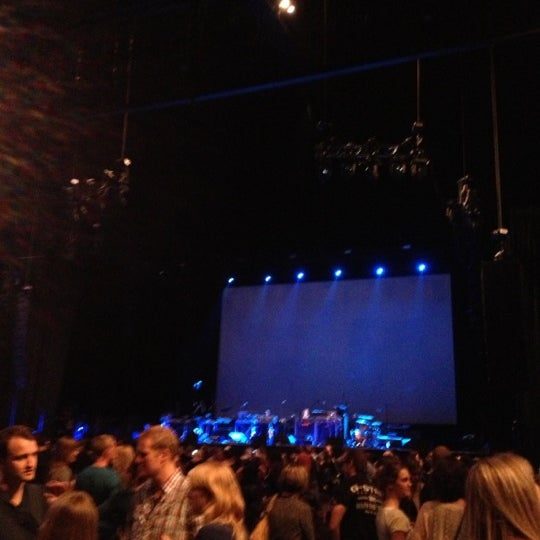 Photo taken at Heineken Music Hall by Thirza on 11/10/2012