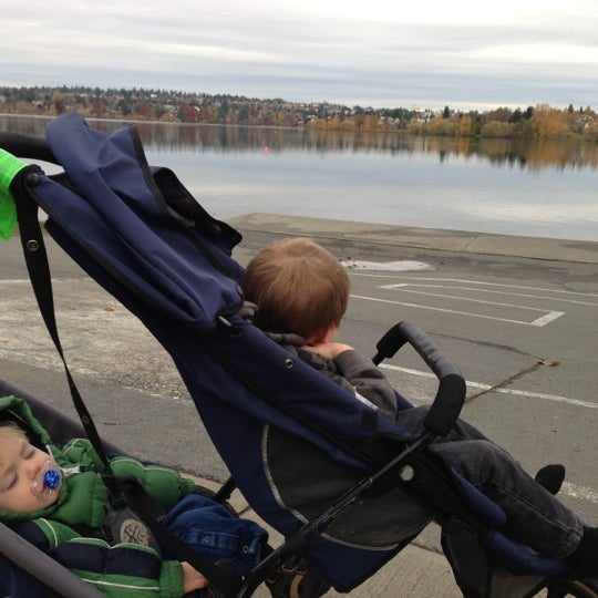 Photo taken at Green Lake Boathouse by Erik B. on 11/22/2012