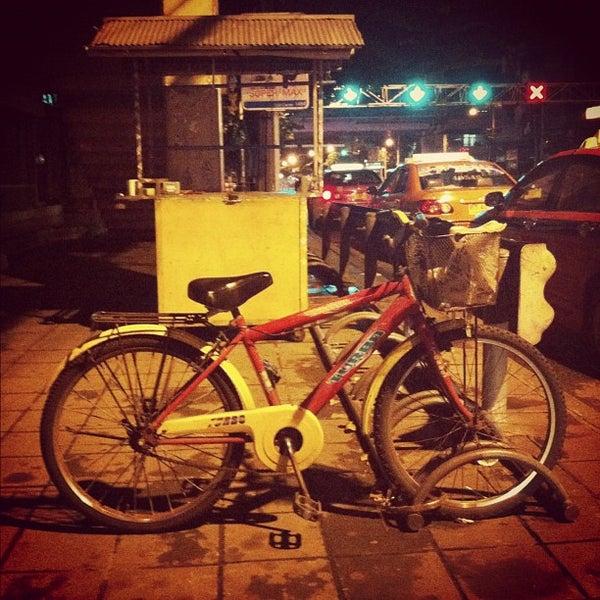 Photo taken at Suzuki Avenue Ratchayothin by warasit a. on 10/5/2012