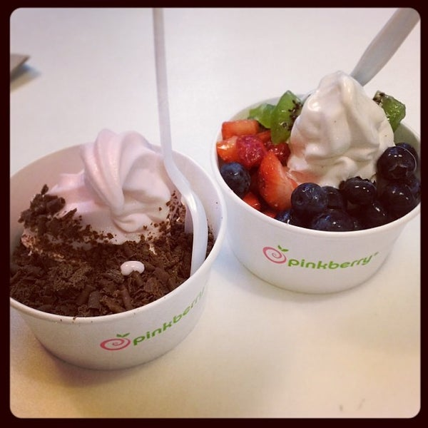 Photo taken at Pinkberry by Tammy G. on 1/5/2014