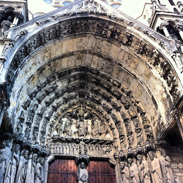 Photo taken at Cathédrale Notre-Dame de Chartres by Luciane A. on 2/10/2013