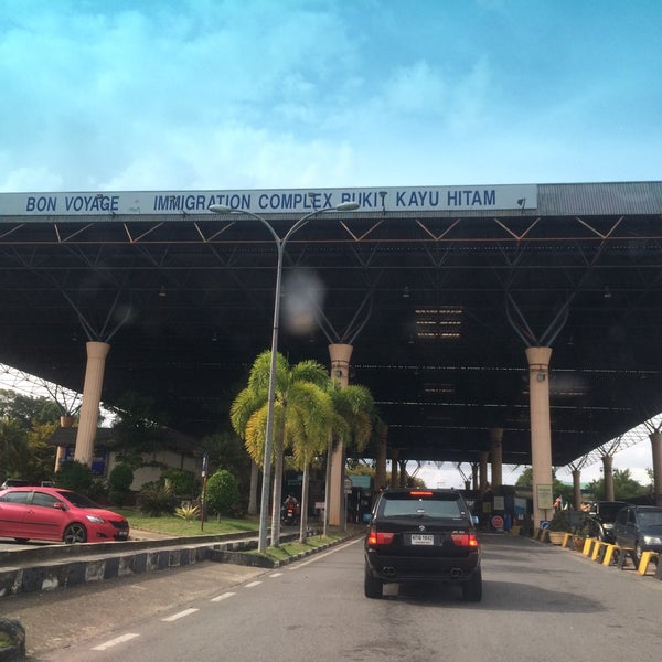 Photo taken at Bukit Kayu Hitam Immigration Complex by itazzi on 9/27/2016