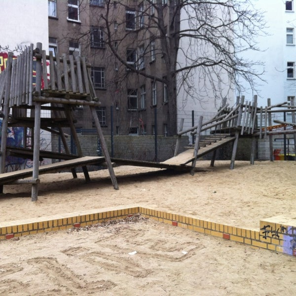 spielplatz w hlischstra e boxhagener kiez berlin berlin. Black Bedroom Furniture Sets. Home Design Ideas