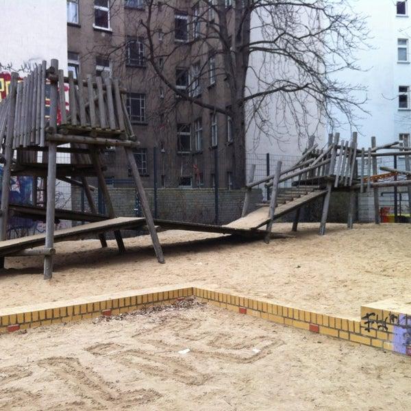 spielplatz w hlischstra e boxhagener kiez berlin berlin. Black Bedroom Furniture Sets. Home Design Ideas