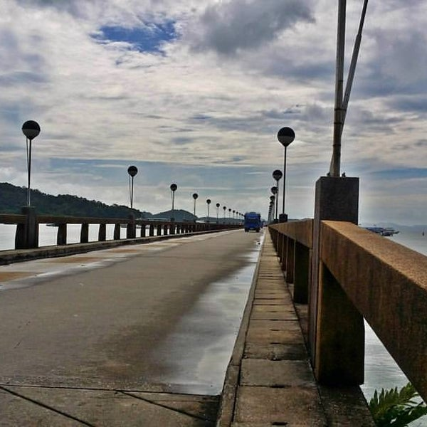 Photo taken at Ao Por Pier by Jaycee Z. on 10/3/2016
