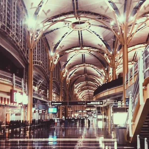 Photo taken at Ronald Reagan Washington National Airport (DCA) by Melissa Y. on 7/27/2013