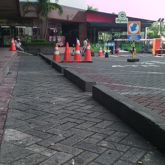 Photo taken at Pusat Grosir Jembatan Merah Plasa (JMP) by Giovinco M. on 4/17/2014
