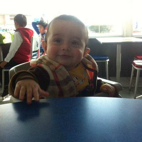 Photo taken at Burger King by Pepe d. on 2/9/2014