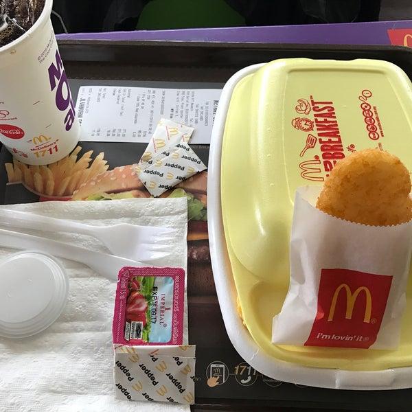 Photo taken at McDonald's by 🐻ㅇㅇRilakkuㅆa Q. on 11/6/2016