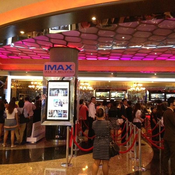 Photo taken at Major Cineplex Ratchayothin (เมเจอร์ ซีนีเพล็กซ์ รัชโยธิน) by Ohm Ohm O. on 5/23/2013