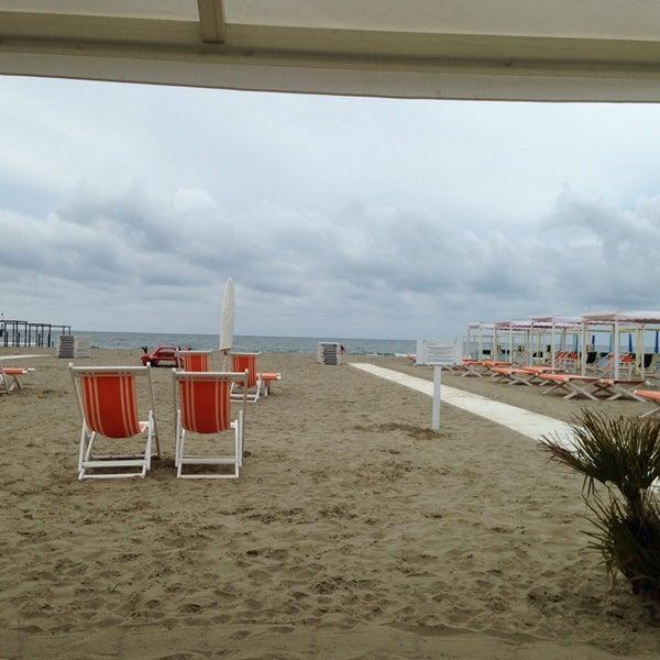 Bagno belvedere beach in forte dei marmi for Bagno san francesco forte dei marmi