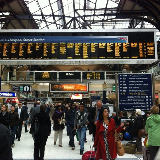 Photo taken at London Liverpool Street Railway Station (LST) by Auli S. on 10/1/2012