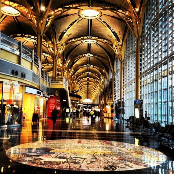 Photo taken at Ronald Reagan Washington National Airport (DCA) by R.J. on 5/17/2013