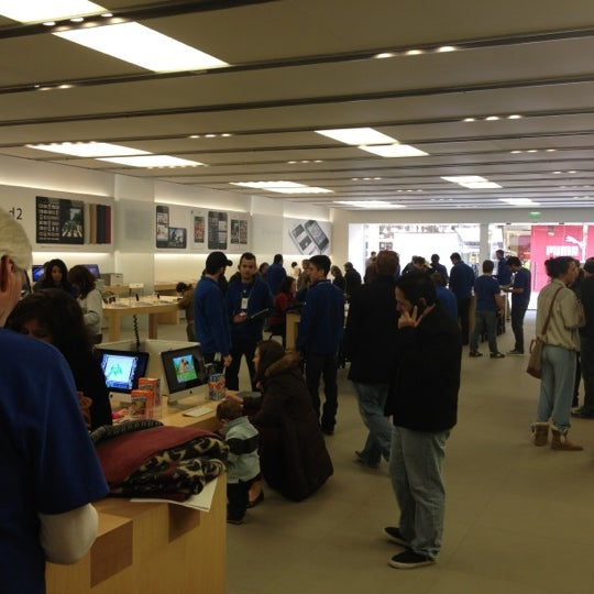 Photo taken at Apple Store, La Cantera by Conner D. on 2/12/2012