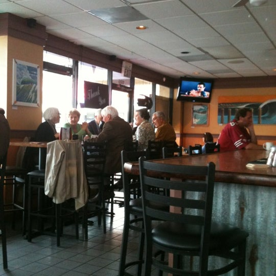 Photo taken at Wipeouts Grill by Andie P. on 2/26/2012