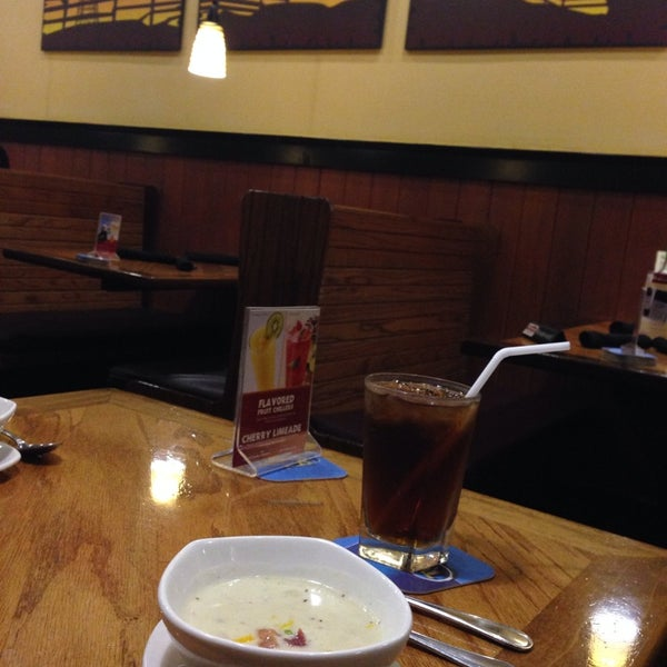 Photo taken at Outback Steakhouse by Andy H. on 3/25/2014