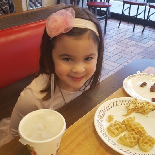 Photo taken at Waffle House by Christie S. on 12/15/2015