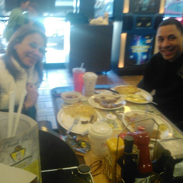 Photo taken at Waffle House by Christie S. on 3/7/2015