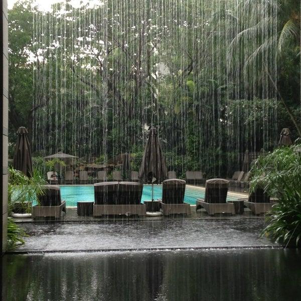 Photo taken at The Ritz-Carlton, Millenia Singapore by Mandy on 7/11/2013