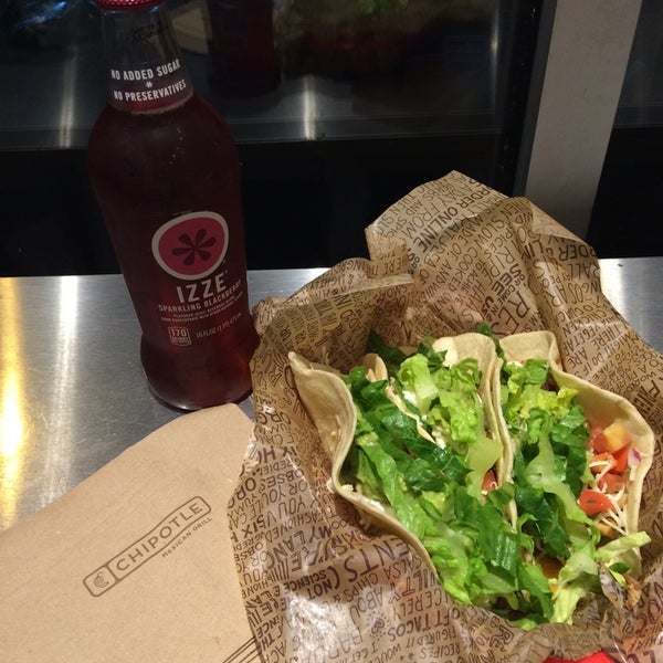 Photo taken at Chipotle Mexican Grill by Alex E. on 7/15/2014