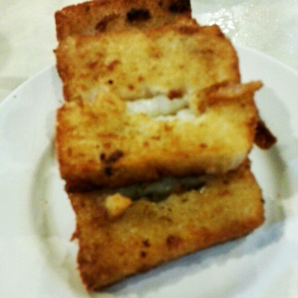 Photo taken at Restoran Tom's Dim Sum by Farrell T. on 11/18/2012