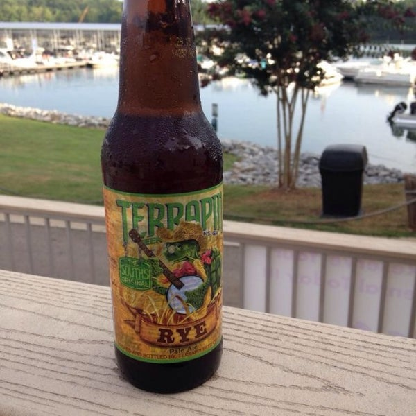 Photo taken at Fish Tales Lakeside Grille by Harry C. on 8/23/2014