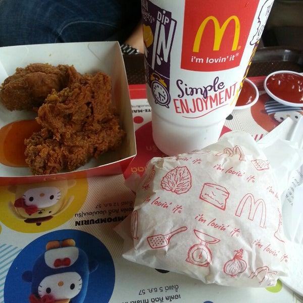 Photo taken at McDonald's (แมคโดนัลด์) by Cake O. on 12/1/2014