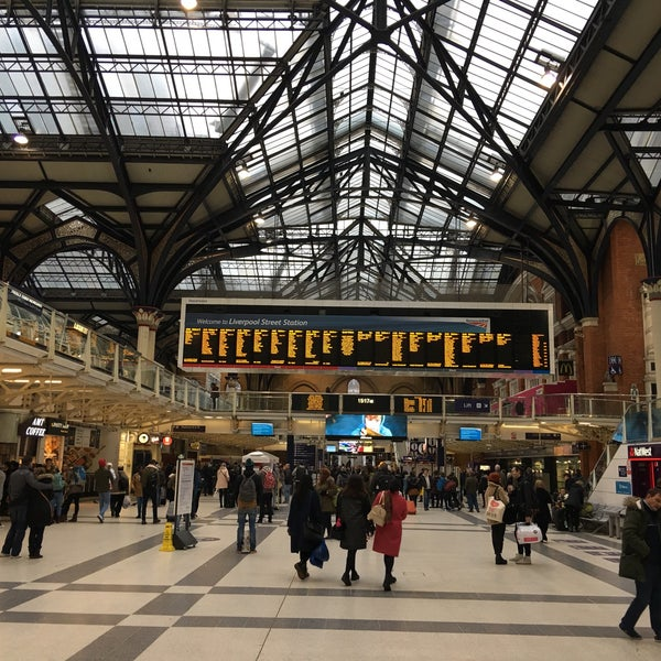 Photo taken at London Liverpool Street Railway Station (LST) by Slavomír S. on 1/17/2016
